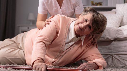 Comment éviter les chutes des personnes âgées?